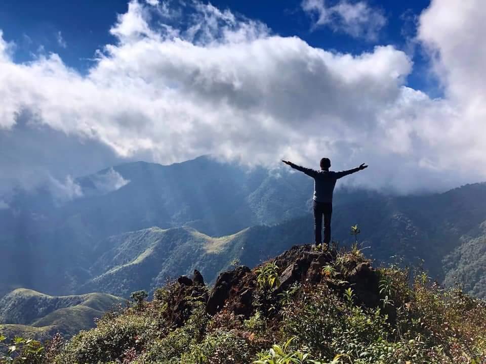 8X Sài Gòn chinh phục 8 ngọn núi trong 18 ngày, cộng đồng leo núi nể phục