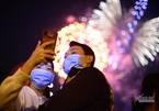 Rực rỡ pháo hoa khoảnh khắc chào năm 2021