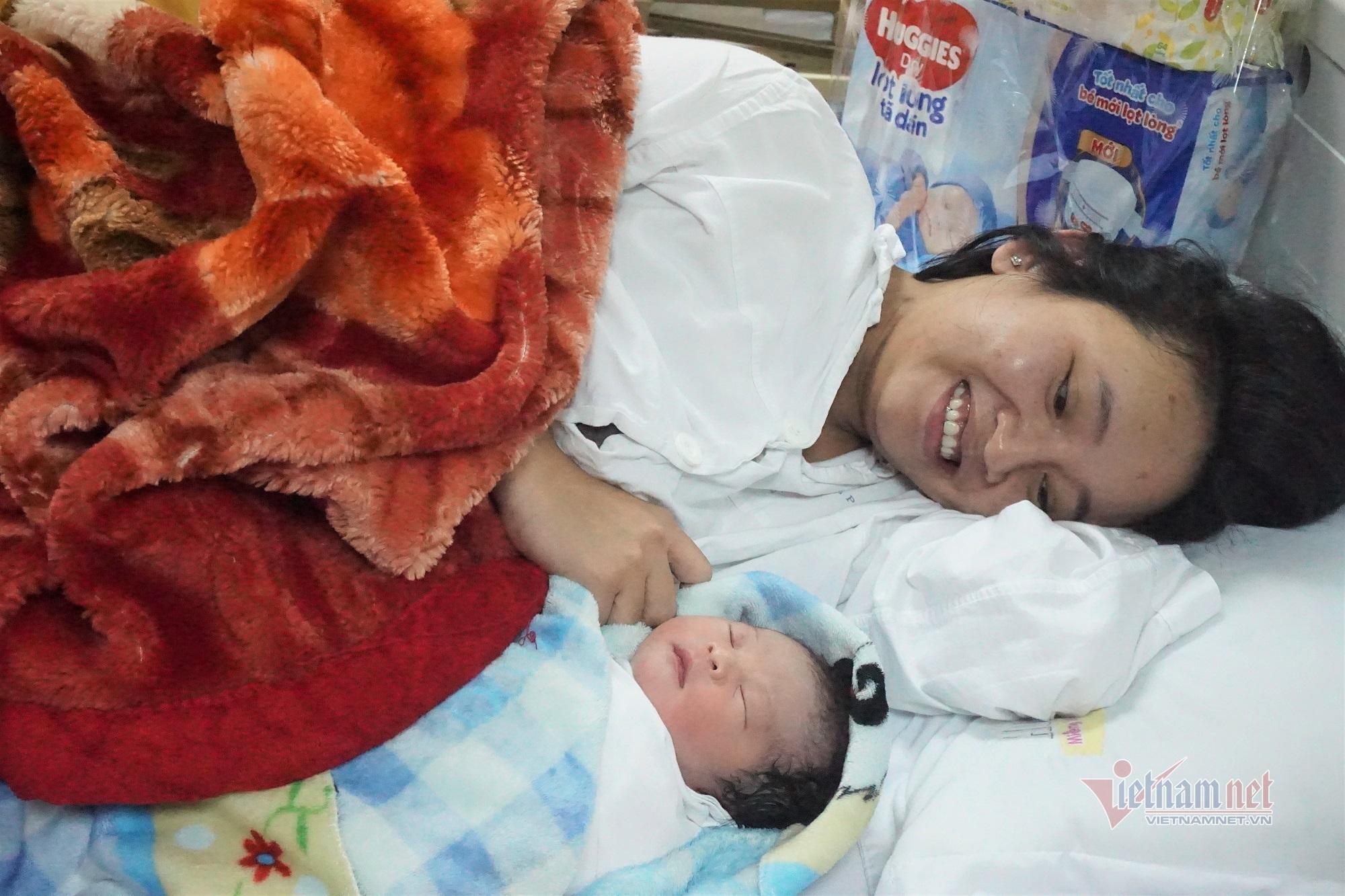 Công dân Việt đầu tiên chào đời năm 2021