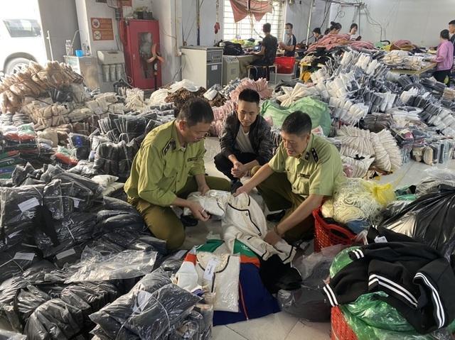 Lý do dân buôn quần áo bất ngờ dừng nhập hàng Trung Quốc