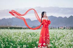 Á hậu Nga Queen xinh đẹp giữa thung lũng hoa Mộc Châu