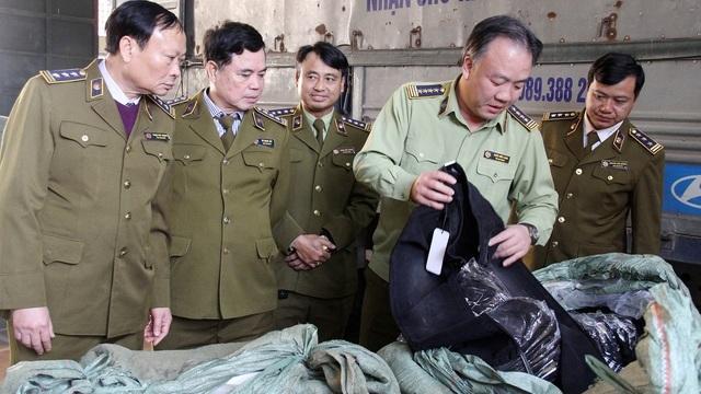 'Đánh úp' Ninh Hiệp: Ông chủ trốn biệt, bỏ lại chục tấn hàng hiệu rởm