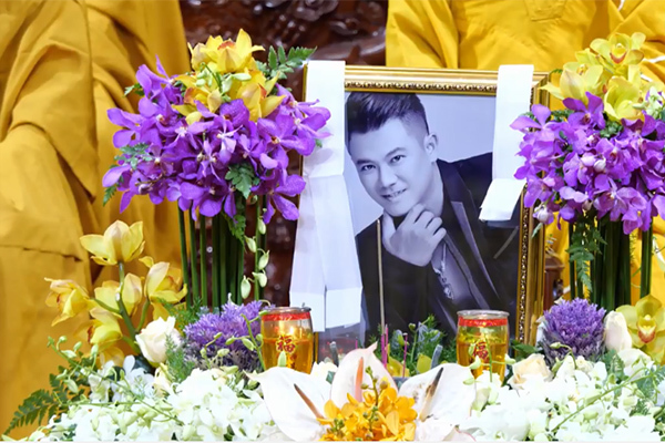Gia đình nhận tro cốt của Vân Quang Long từ Mỹ, án táng ngày 20/1