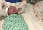 Chuyện khó tin, song thai ở Hà Nội, 1 thai sảy, 1 thai chào đời sau 2 tháng