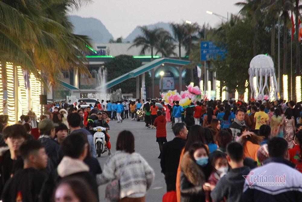 Carnaval mùa đông: Bừng sáng kỳ quan, lan toả nụ cười Hạ Long