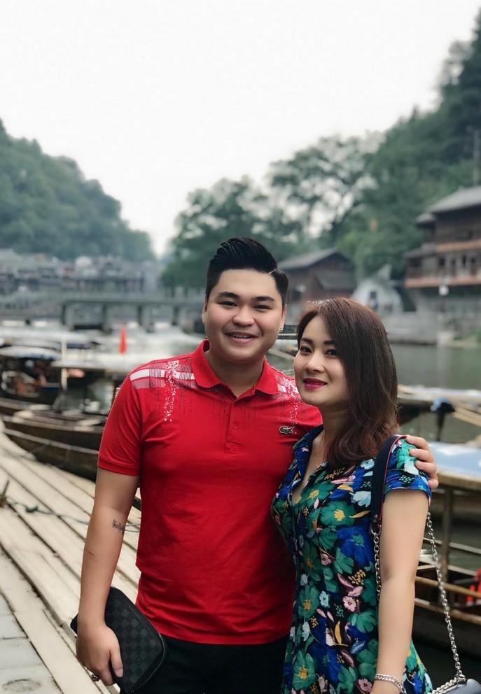 'Thần đồng tấu hài' Duy Phước hạnh phúc bên vợ lớn hơn 8 tuổi