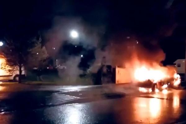 Bạo loạn bùng phát dịp năm mới, hàng chục ôtô bị đốt phá ở Pháp