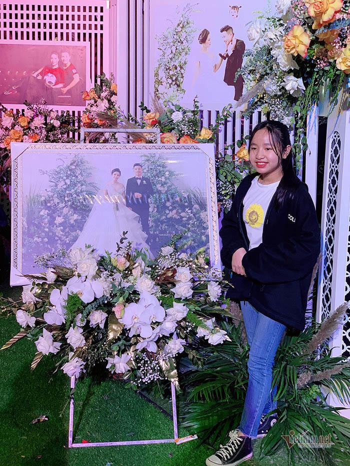 Bùi Tiến Dũng lái xe sang đón cô dâu Khánh Linh