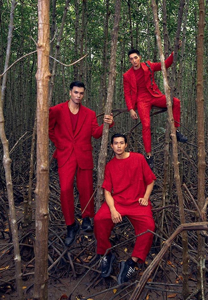 Dàn người mẫu với sắc đỏ nổi bật