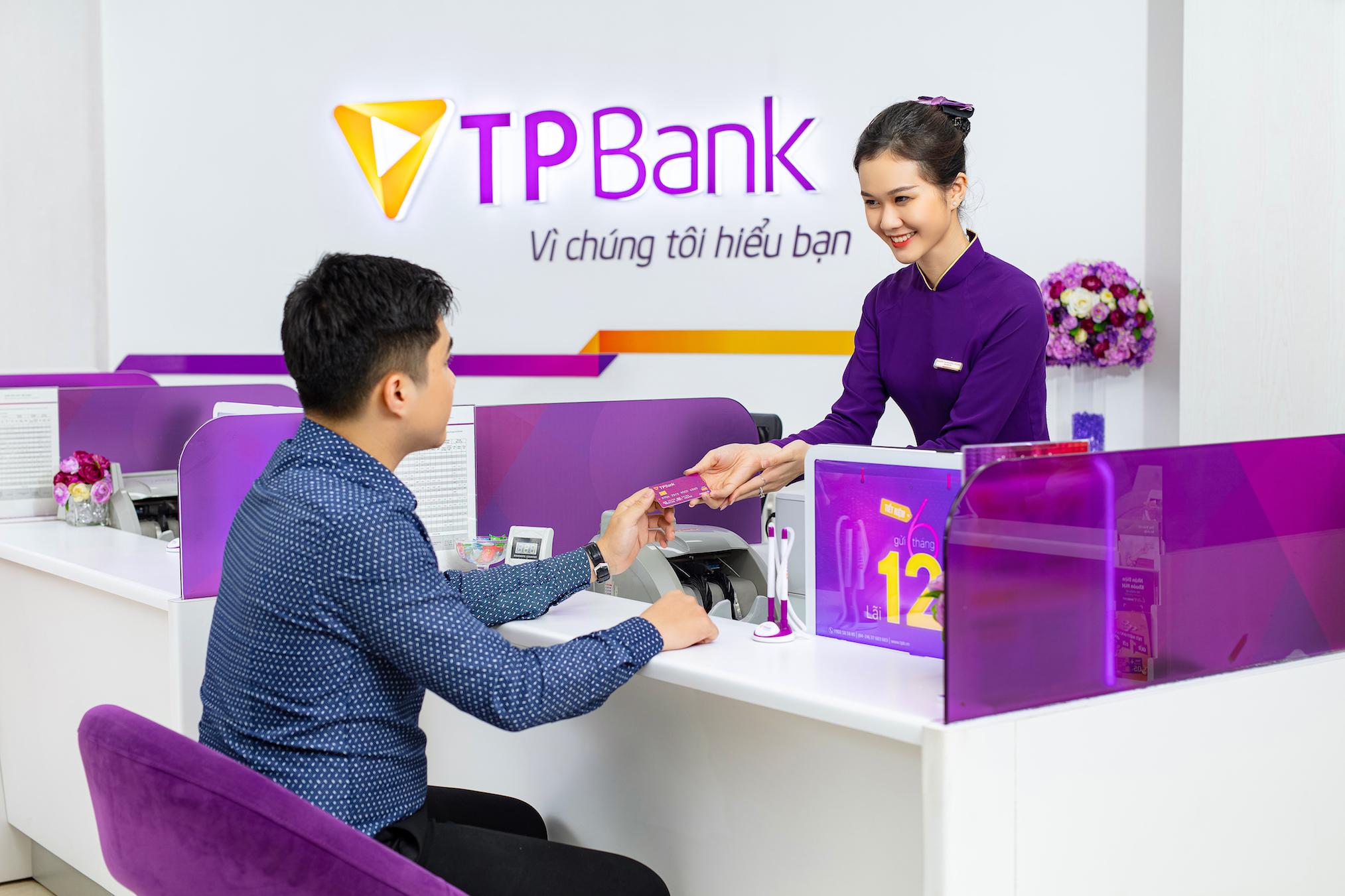 Ngày đầu năm, các ngân hàng liên tục báo tin mới