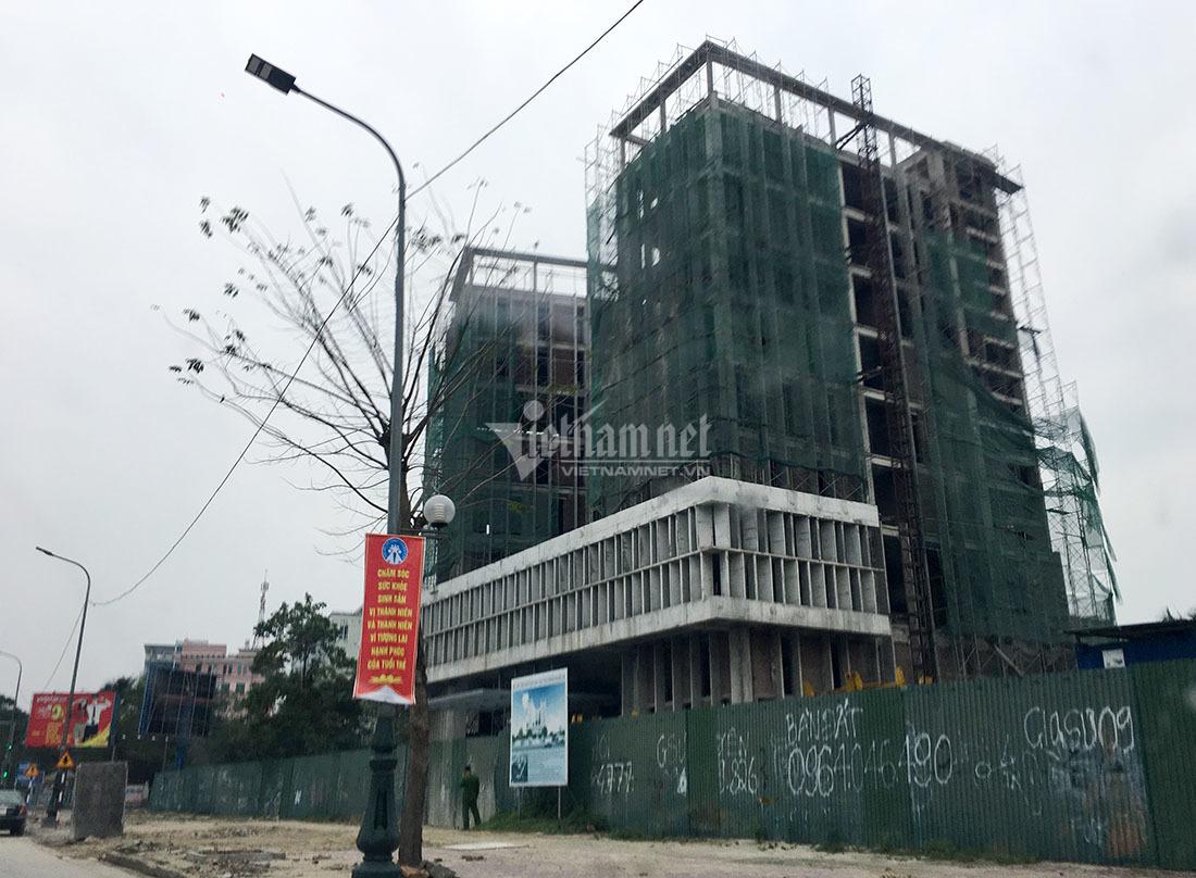 Đứt cáp thang cuốn công trình xây dựng Sở Tài chính Nghệ An, 1 người chết