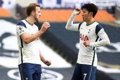 Harry Kane và Son Heung Min tặng quà Tottenham