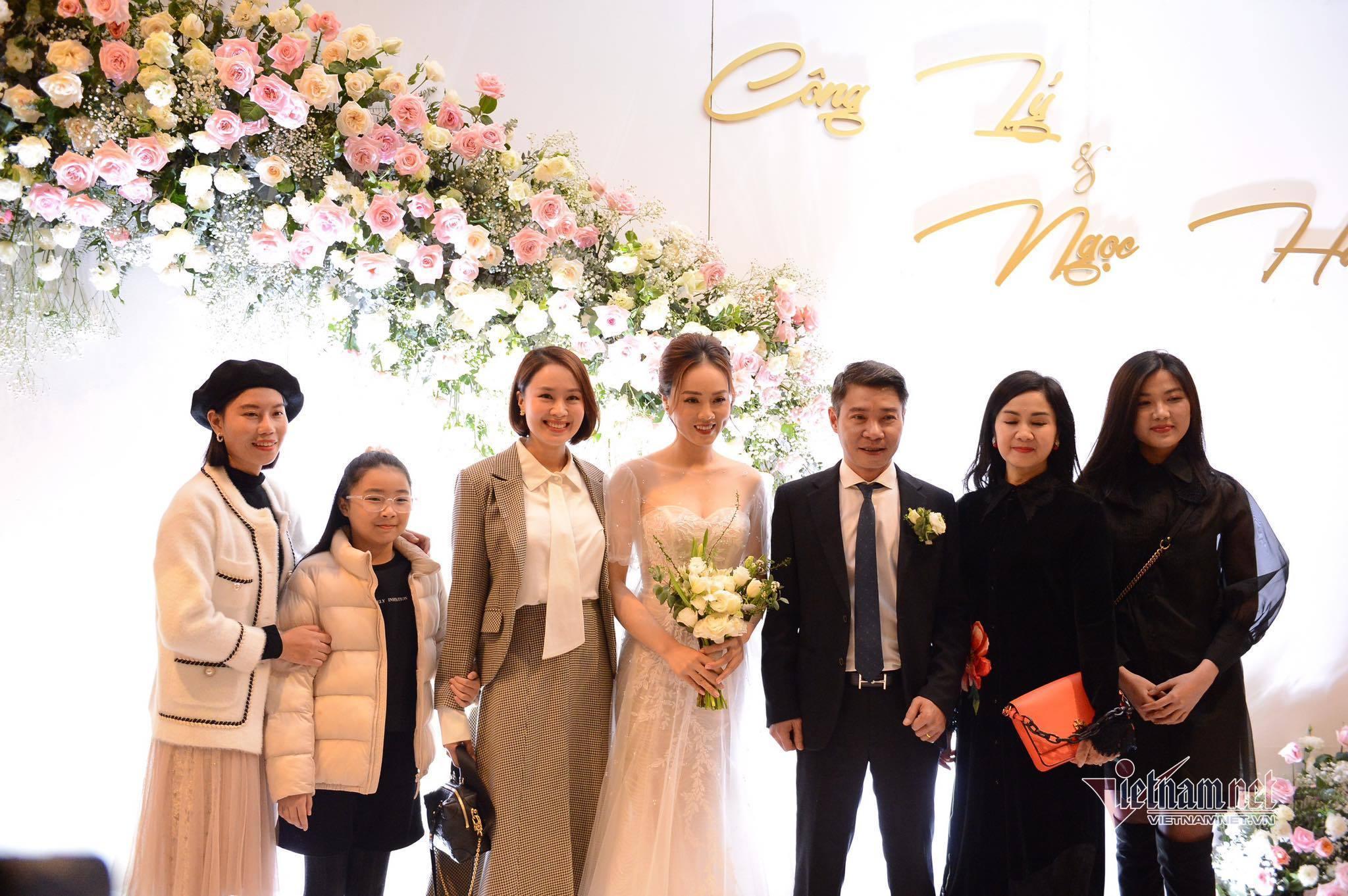 Dàn nghệ sĩ dự đám cưới NSND Công Lý và vợ kém 15 tuổi