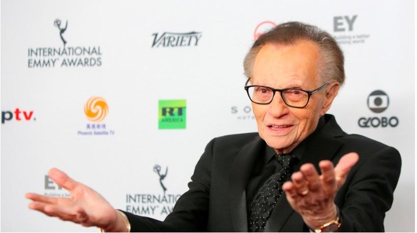 """""""Vua truyền hình"""" Larry King nhập viện vì nhiễm Covid-19"""