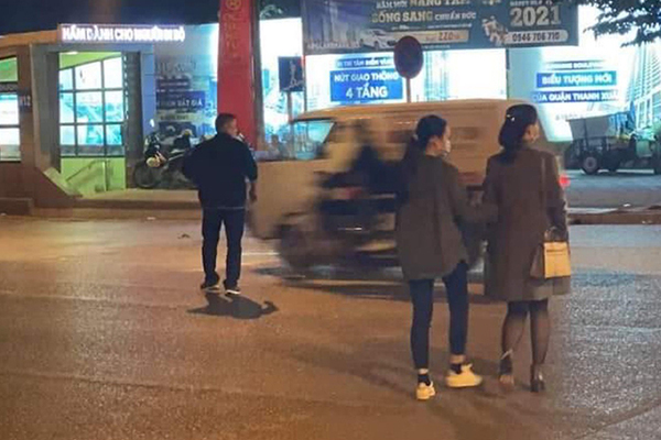 Truy tìm tài xế xe bán tải hành hung người khi bị nhắc nhở ở Hà Nội