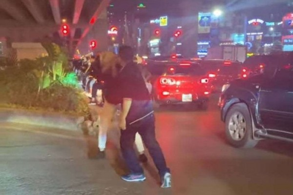Diễn biến mới vụ tài xế đánh gãy răng người nhắc dừng xe ởHà Nội