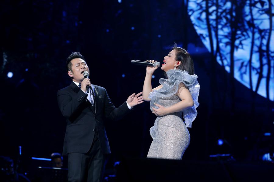 Bằng Kiều hát tri ân danh hài Chí Tài trên sân khấu