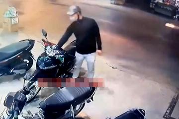 Đang bẻ khóa xe máy, tên trộm thất thần vì tình huống bất ngờ