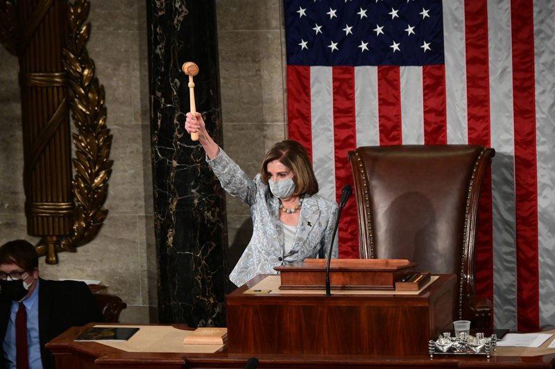 Nhiệm kỳ mới chồng chất khó khăn của bà Pelosi
