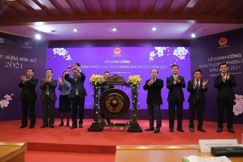 Mở hàng 2021, chứng khoán Việt Nam tiếp đà tăng mạnh