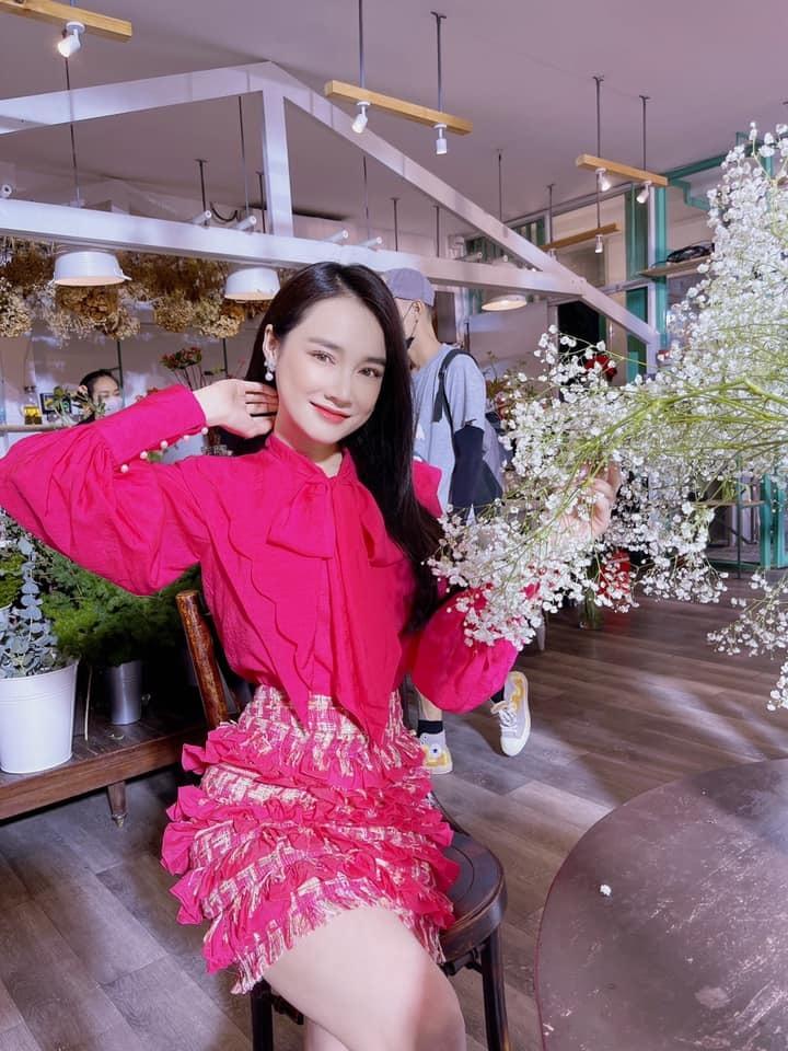 Khoảnh khắc hạnh phúc của Hà Hồ - Kim Lý bên hai con song sinh
