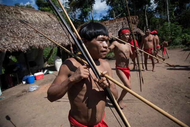 Tập tục kỳ lạ của bộ tộc sống biệt lập trong rừng sâu Amazon