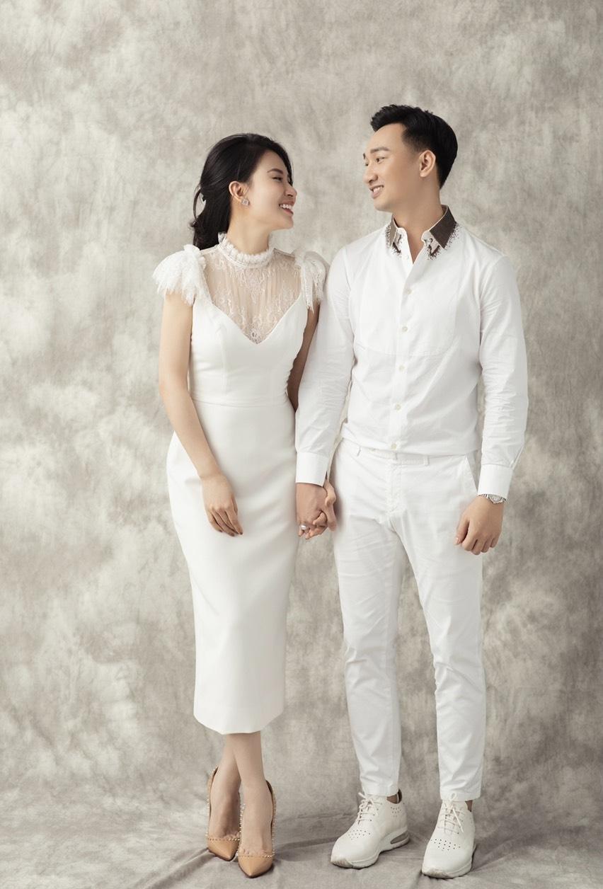 MC Thành Trung hạnh phúc bên vợ cựu tiếp viên hàng không