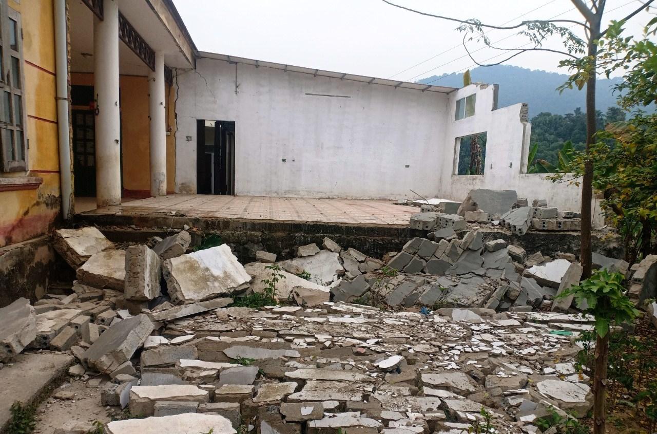 Phòng học đổ sập, 200 trẻ mầm non ở Thanh Hóa phải đi học nhờ