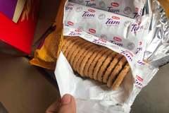 Dán date mới rồi tuồn 3 tấn bánh quy ngoại hết hạn ra chợ Tết