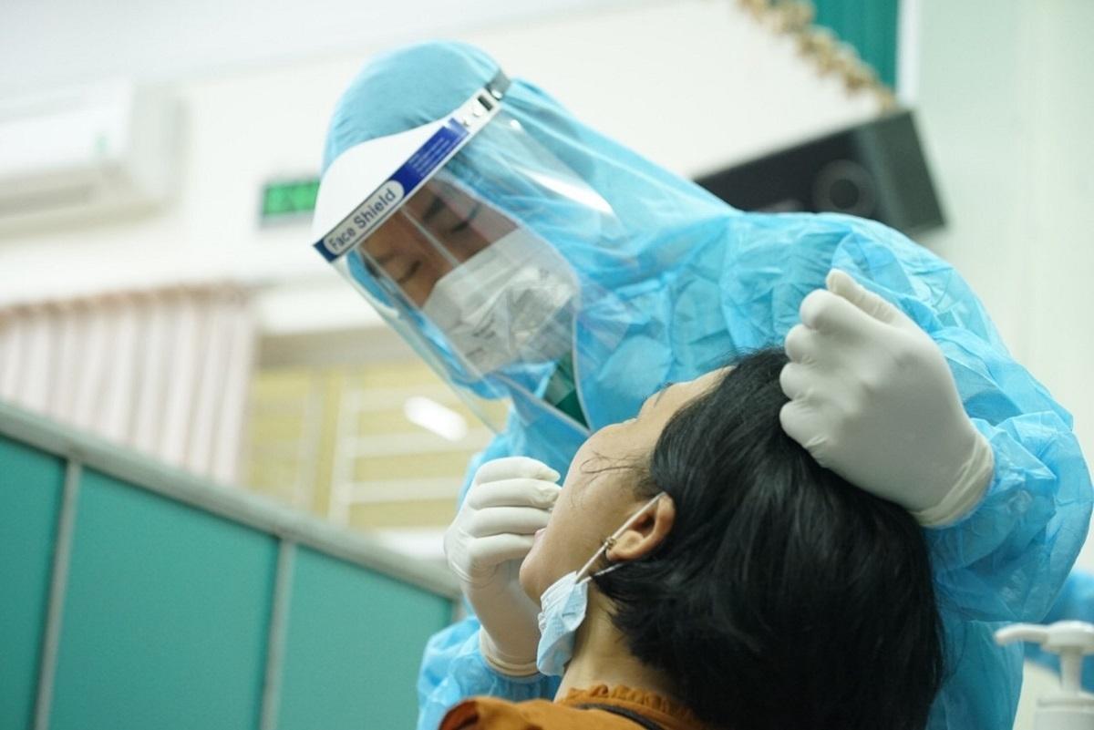Liên quan bệnh nhân 1498, 4 người tiếp xúc có kết quả âm tính