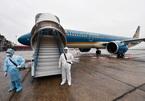 Thủ tướng: Tạm dừng các chuyến bay từ Anh, Nam Phi về Việt Nam