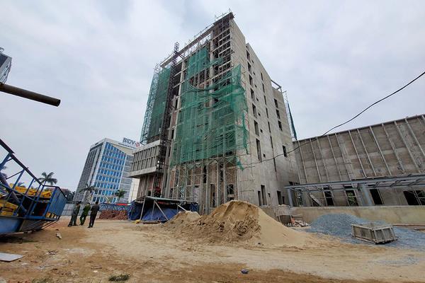 Sở Tài chính Nghệ An thông tin sự cố rơi thang vận thăng, 3 người tử vong
