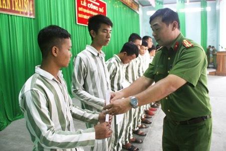 Tha tù trước hạn cóđiều kiện:Phòng ngừa tái phạm tội, đảm bảo quyền con người