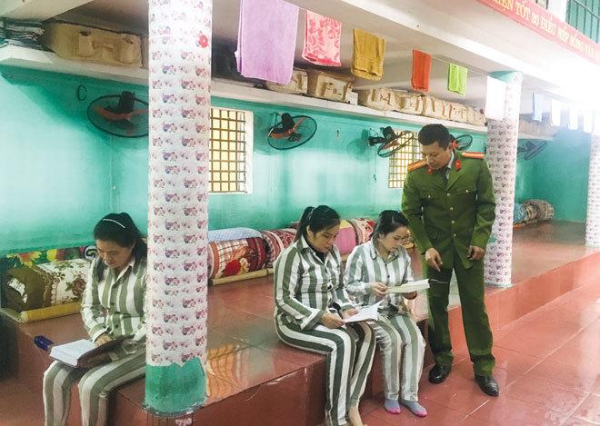 Ấn tượng mô hình tủ sách hướng thiện tại trại giam Ngọc Lý