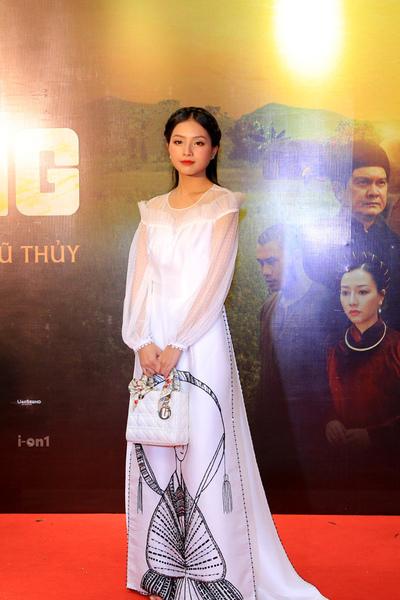 NSND Thu Hà hội ngộ diễn viên Khánh Huyền