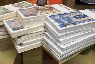 Đổi tiền lẻ 'ăn' chênh lệch sẽ bị phạt tiền bao nhiêu?