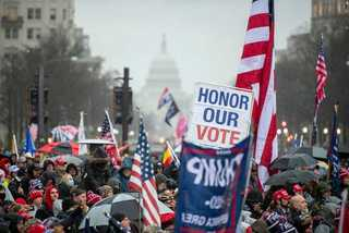 Người ủng hộ ông Trump rầm rộ kéo về thủ đô trước ngày biểu tình