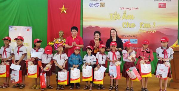 Vietjet mang 'Tết ấm' đến trẻ nghèo Thừa Thiên Huế