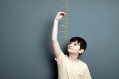 Căn bệnh lạ khiến bé trai 11 tuổi ở Thanh Hóa cao 1,8m