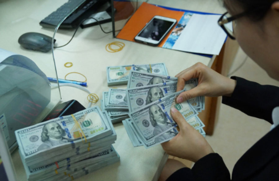 Giá USD tự do bất ngờ tăng mạnh