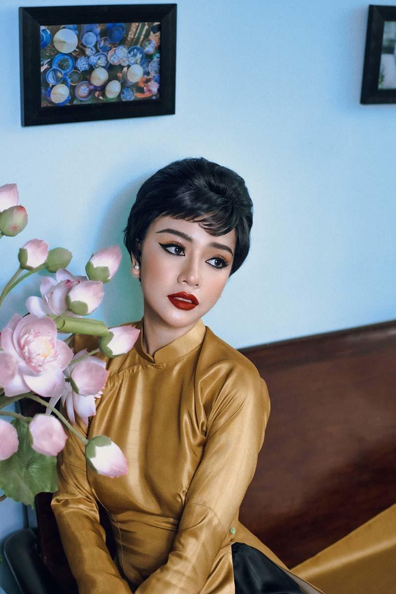 Băng Di khác lạ khi hóa quý cô Sài Gòn xưa