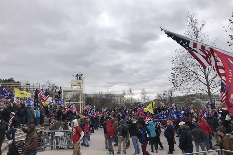 Người ủng hộ ông Trump bất ngờ đột kích, Quốc hội Mỹ phong tỏa