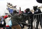 Hình ảnh đám đông ủng hộ ông Trump tấn công nơi họp Quốc hội Mỹ