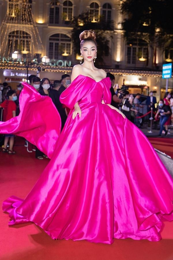 Tiểu Vy, Đỗ Thị Hà và dàn Á hậu nổi bật trên thảm đỏ