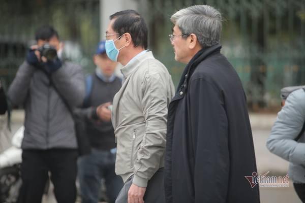 Cựu Bộ trưởng Vũ Huy Hoàng đến tòa xử vụ sai phạm tại Sabeco