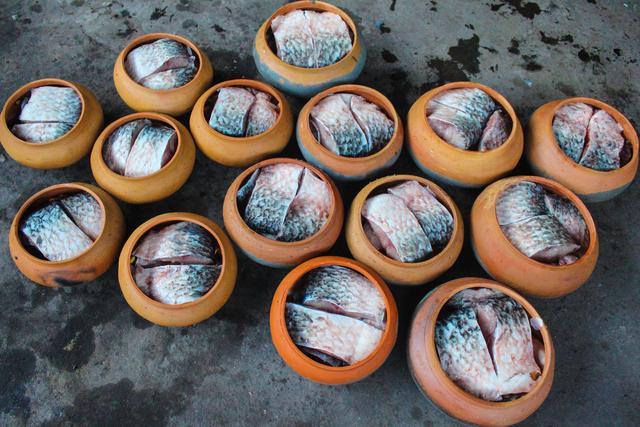 Chuyện lạ làng Vũ Đại: Đeo mặt nạ, thức xuyên đêm canh nồi cá kho bạc triệu