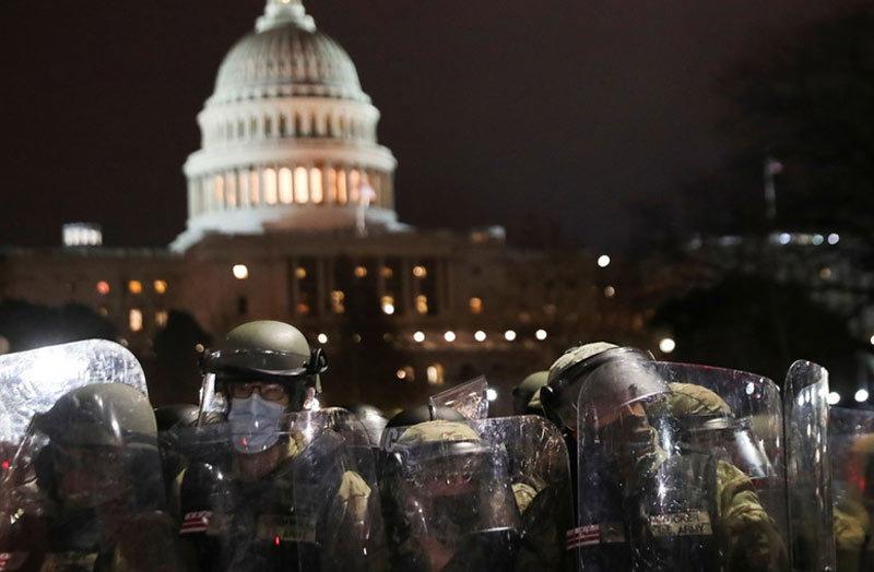 Hình ảnh an ninh Mỹ 'trang bị tận răng' bảo vệ kiểm phiếu cử tri đoàn