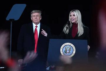 Hứng bão chỉ trích, con gái ông Trump vội xóa tweet về người biểu tình