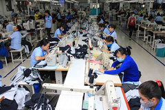 Vietnam's manufacturing output returns to growth in final month of 2020