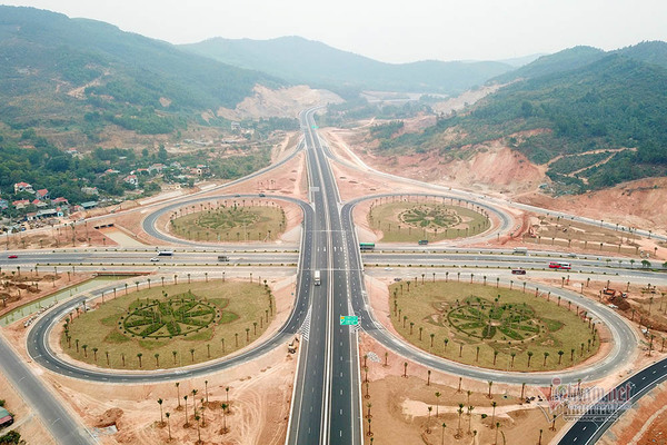 Nút giao thông cực xịn hơn 400 tỷ ở cửa ngõ phố biển Hạ Long